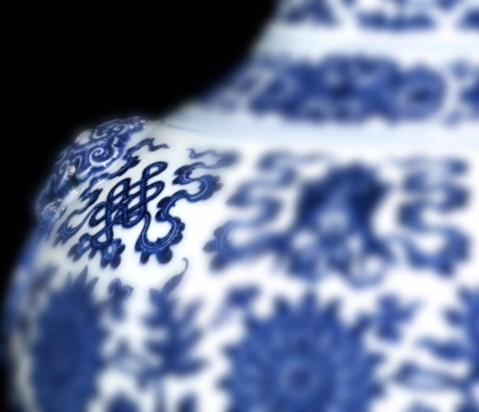 A simbologia das porcelanas na Dinastia Ming: o «Nó Místico»